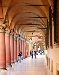 Uno de los pórticos de Bolonia, característicos de la ciudad (Foto Flickr de CGoulao )