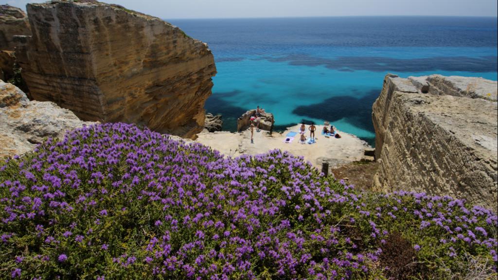 Playas de Favignana en las Islas Egadi de Sicilia