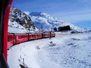 Tren turístico Bernina entre Italia y Suiza