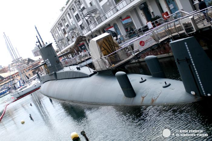 El Submarino Nazario Saurios en el puerto de Génova