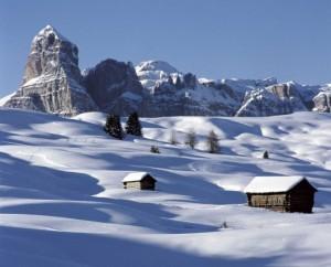 Paisaje de los Dolomitas nevados