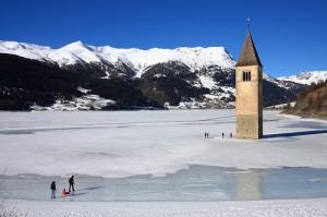 Lago Resia congelado en el Trentino