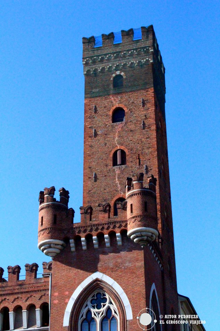 Torre Comentini en Asti